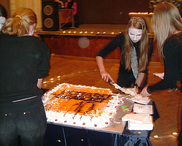 10th anniversary party of Dorado Raganos fanzine: cutting of the cake.