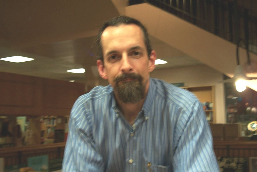 Neal Stephenson signs books at Book People in Austin, TX in 2004