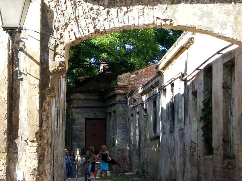 The entrance to Jono Meko skersvejis / Jonas Mekas alley in Uzupis in September of 2005
