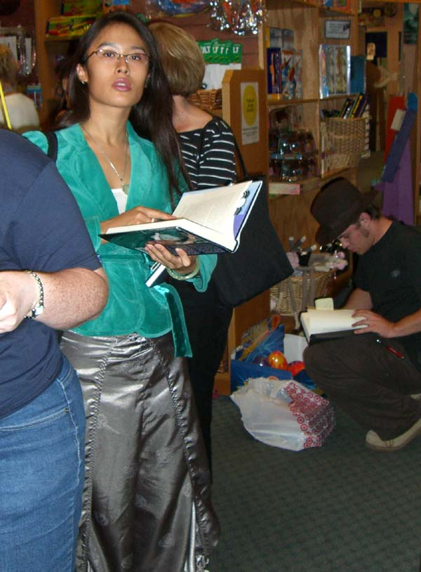 Stylishly dressed members of the audience at the Neil Gaiman signing in Austin, TX, September 2005