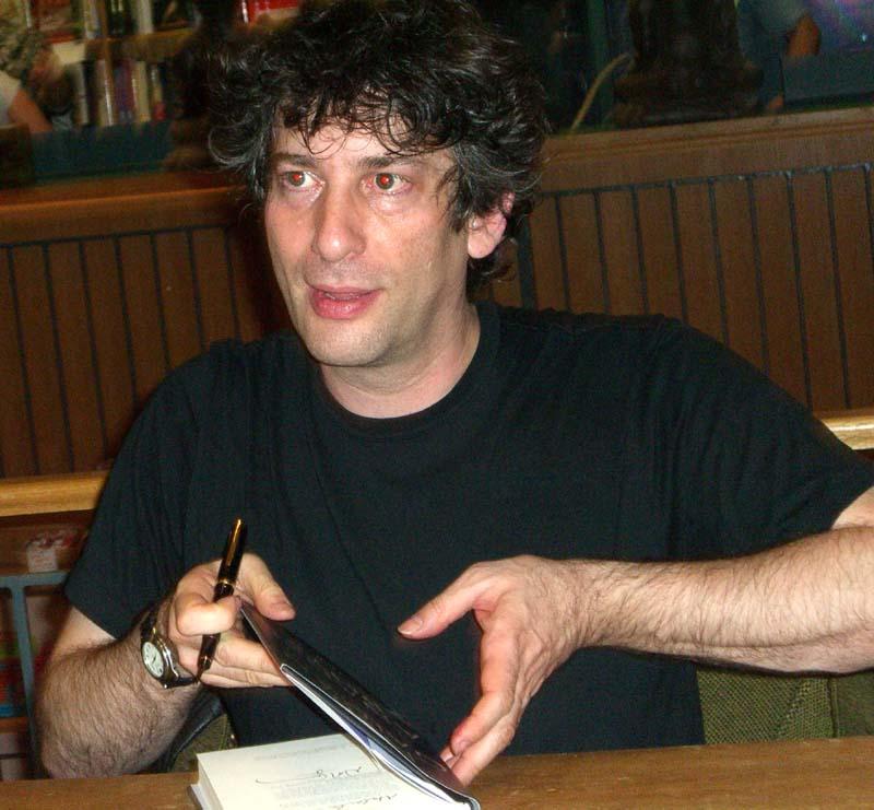 Neil Gaiman signs books at Book People in Austin, TX, September 2005