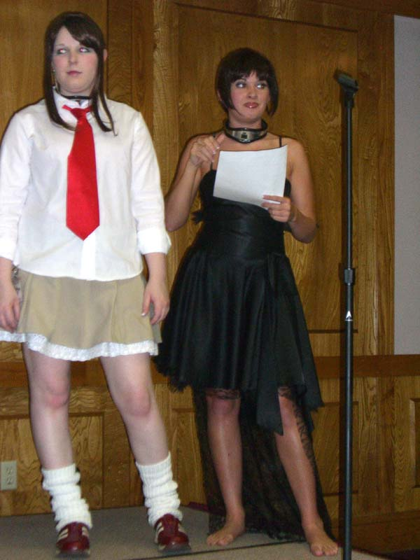 Pink Chocoloate duo hosts the Cosplay at Linucon 2005