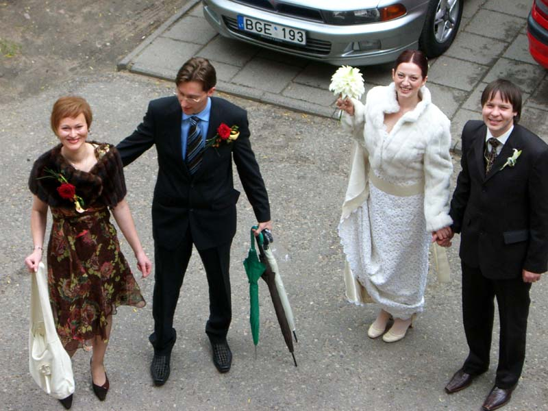 The wedding party leaves for the church