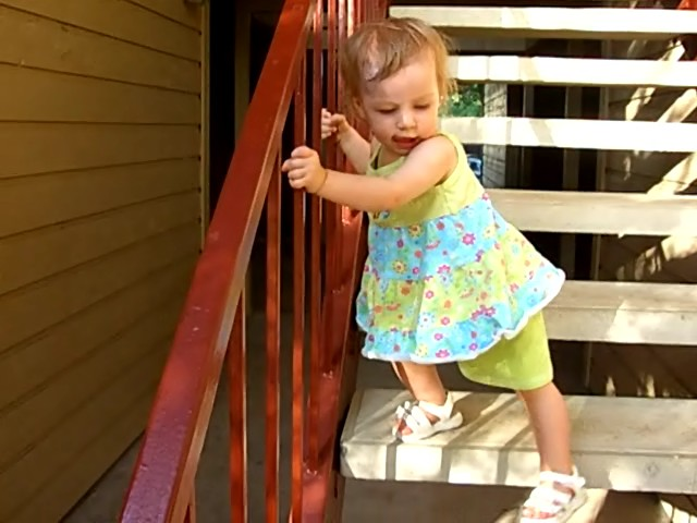E climbs down the stairs, August 2006