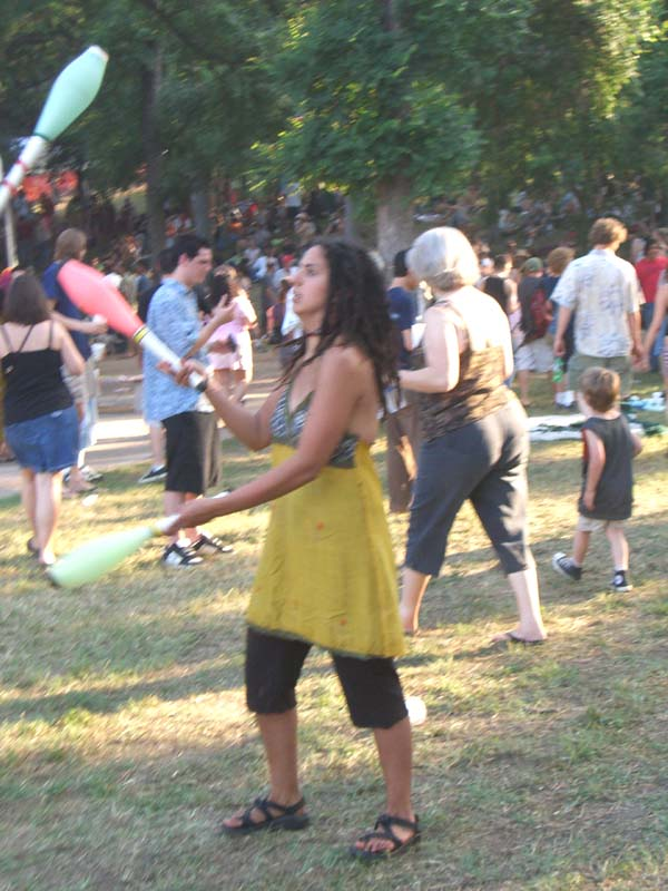 A woman juggler at Eeyore's Birthday 2007