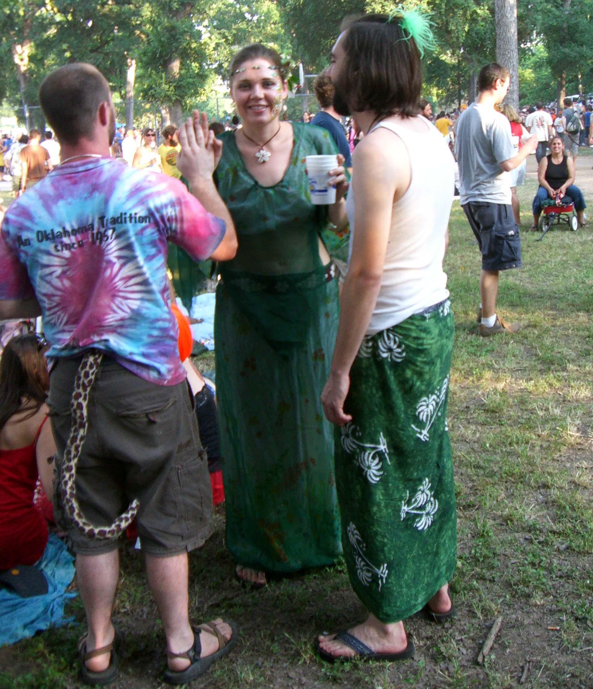 Tie-dye, snake-shaped tail, long green garments